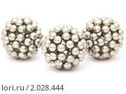 Купить «Три серебристых шара на белом фоне», фото № 2028444, снято 9 февраля 2010 г. (c) Losevsky Pavel / Фотобанк Лори