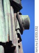 Купить «Шляпа. Фрагмент памятника Пушкину на Пушкинской площади», фото № 2033332, снято 8 октября 2010 г. (c) Илюхина Наталья / Фотобанк Лори