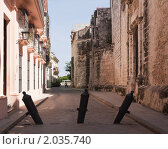 Пушки на улице Старой Гаваны рядом с первой гаванской крепостью Реаль-де-Фуэрса (2010 год). Стоковое фото, фотограф Сергей Плахотин / Фотобанк Лори