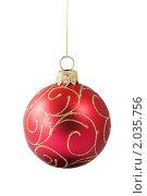 Елочный красный шарик на белом фоне. Стоковое фото, фотограф Сергей Плахотин / Фотобанк Лори