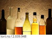 Купить «Бутылки с алкогольными напитками», фото № 2039948, снято 19 февраля 2008 г. (c) Роман Сигаев / Фотобанк Лори