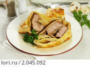 Купить «Мясо с грибами, запечённое в тесте», фото № 2045092, снято 9 октября 2010 г. (c) Влад Нордвинг / Фотобанк Лори