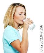 Купить «Молодая женщина пьет воду», фото № 2047556, снято 23 августа 2010 г. (c) Валуа Виталий / Фотобанк Лори