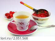 Купить «Чашка чая, свежая малина на блюдце и пиала с малиновым вареньем на светлом фоне», фото № 2051568, снято 16 июля 2010 г. (c) Алексей Баринов / Фотобанк Лори