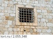 Окно с решёткой в каменной стене, эксклюзивное фото № 2055348, снято 9 сентября 2010 г. (c) Константин Косов / Фотобанк Лори