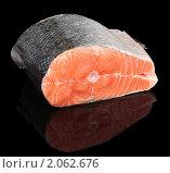 Купить «Кусок лосося на черном фоне», фото № 2062676, снято 19 сентября 2010 г. (c) Федор Кондратенко / Фотобанк Лори