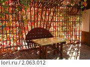 Купить «Беседка, увитая диким виноградом и пронизанная лучами солнца», эксклюзивное фото № 2063012, снято 9 октября 2010 г. (c) Щеголева Ольга / Фотобанк Лори