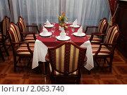 Стол в ресторане. Стоковое фото, фотограф Сергей Слабенко / Фотобанк Лори