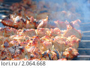 Купить «Шашлык на шампурах жарится на мангале», фото № 2064668, снято 1 мая 2010 г. (c) Алексей Баринов / Фотобанк Лори
