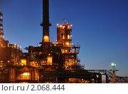 Купить «Нефтеперерабатывающий завод ночью», фото № 2068444, снято 21 октября 2009 г. (c) Голованов Сергей / Фотобанк Лори