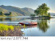 Купить «Лодка возле острова», фото № 2077744, снято 26 июля 2008 г. (c) Евгений Пархаев / Фотобанк Лори