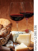 Купить «Натюрморт с бокалами красного вина, сыром и хлебом», фото № 2080536, снято 7 октября 2010 г. (c) Татьяна Белова / Фотобанк Лори
