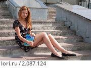 Купить «Студентка перед экзаменом», фото № 2087124, снято 6 августа 2009 г. (c) Олег Тыщенко / Фотобанк Лори