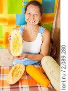 Купить «Женщина с кабачками», фото № 2089280, снято 21 октября 2010 г. (c) Яков Филимонов / Фотобанк Лори