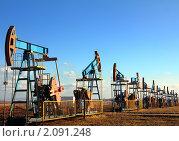 Купить «Добыча нефти - нефтяные качалки», фото № 2091248, снято 23 октября 2010 г. (c) Михаил Коханчиков / Фотобанк Лори