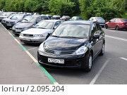Машины на парковке в городе (2009 год). Редакционное фото, фотограф Абушкина Мария / Фотобанк Лори
