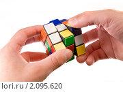Купить «Кубик Рубика в мужских руках», фото № 2095620, снято 24 октября 2008 г. (c) Elisanth / Фотобанк Лори