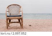 Одинокое кресло на берегу моря. Стоковое фото, фотограф Моисеева Ирина / Фотобанк Лори
