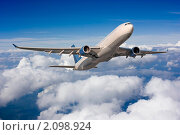 Купить «Самолет в небе», фото № 2098924, снято 14 июня 2010 г. (c) Екатерина Тарасенкова / Фотобанк Лори