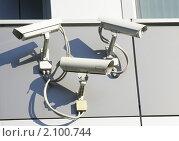 Камеры видеонаблюдения на стене. Стоковое фото, фотограф Наталия Шевченко / Фотобанк Лори