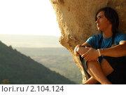 Портрет молодого человека на фоне гор. Стоковое фото, фотограф Сергей Салдаев / Фотобанк Лори