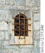 Окно с решёткой в каменной стене, эксклюзивное фото № 2111640, снято 9 сентября 2010 г. (c) Константин Косов / Фотобанк Лори