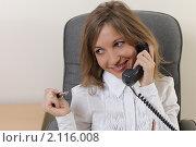 Купить «Девушка на рабочем месте с телефоном», фото № 2116008, снято 16 октября 2010 г. (c) Андрей Липко / Фотобанк Лори