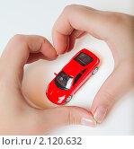 Красная игрушечная машинка в руках. Стоковое фото, фотограф Роман Кокорев / Фотобанк Лори