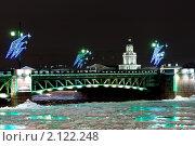Купить «Санкт-Петербург. Новогоднее оформление Дворцового моста», эксклюзивное фото № 2122248, снято 30 декабря 2008 г. (c) Ольга Визави / Фотобанк Лори