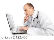Купить «Доктор с ноутбуком», фото № 2122456, снято 4 ноября 2010 г. (c) Александр Лычагин / Фотобанк Лори