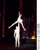 Купить «Выступление мимов акробатов», фото № 2126588, снято 6 июня 2010 г. (c) Володина Ольга / Фотобанк Лори