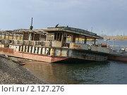 Старая баржа на реке Енисей. Стоковое фото, фотограф Андрей Чугуй / Фотобанк Лори