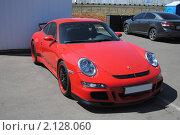 Купить «Красный автомобиль Porsche Carrera», фото № 2128060, снято 23 мая 2010 г. (c) Юрий Андреев / Фотобанк Лори