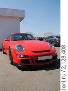 Купить «Красный автомобиль Porsche Carrera», фото № 2128408, снято 23 мая 2010 г. (c) Юрий Андреев / Фотобанк Лори