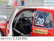 Купить «Гонщик за рулем автомобиля», фото № 2129892, снято 6 июня 2010 г. (c) Юрий Андреев / Фотобанк Лори