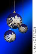Купить «Синие матовые новогодние шары с золотым рисунком и снежинкой на темном фоне», эксклюзивная иллюстрация № 2131232 (c) Александр Павлов / Фотобанк Лори