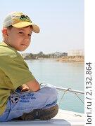 Купить «Мальчик и море», фото № 2132864, снято 16 апреля 2010 г. (c) Валышков Вячеслав / Фотобанк Лори