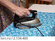 Купить «Глажка белья», фото № 2134400, снято 14 ноября 2010 г. (c) Михаил Яковлев (ktynzq) / Фотобанк Лори