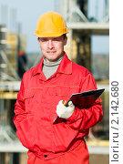 Купить «Строитель с планшетом», фото № 2142680, снято 24 октября 2010 г. (c) Дмитрий Калиновский / Фотобанк Лори