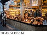 Витрина пекарни Hinkel в Дюссельдорфе (2010 год). Редакционное фото, фотограф Сергей Якуничев / Фотобанк Лори