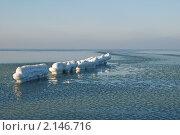 Купить «Балтийское море. Обледенелый волнорез», фото № 2146716, снято 18 октября 2019 г. (c) Сергей Куров / Фотобанк Лори
