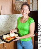 Купить «Женщина готовит фаршированный кабачок», фото № 2157004, снято 20 ноября 2010 г. (c) Яков Филимонов / Фотобанк Лори