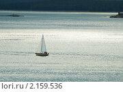 Купить «Маленькая одинокая яхта посреди Белого моря», фото № 2159536, снято 29 августа 2010 г. (c) pzAxe / Фотобанк Лори