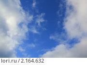 Кусочек синего неба среди белых облаков. Стоковое фото, фотограф Tatyana Kubasova / Фотобанк Лори