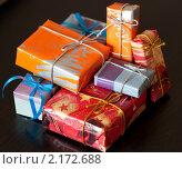 Купить «Подарки на черном фоне», фото № 2172688, снято 19 сентября 2018 г. (c) SummeRain / Фотобанк Лори