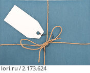 Посылка с ярлыком. Стоковое фото, фотограф Дмитрий Сечин / Фотобанк Лори