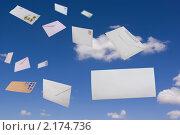 Купить «Письма летящие в небе», фото № 2174736, снято 26 мая 2010 г. (c) Антон Стариков / Фотобанк Лори