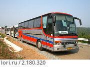 Купить «Туристические автобусы», фото № 2180320, снято 7 августа 2010 г. (c) Art Konovalov / Фотобанк Лори