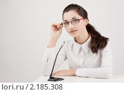 Девушка у микрофона. Стоковое фото, фотограф SvetlanaPanteleeva / Фотобанк Лори