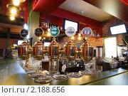 Купить «Интерьер бара в ресторане», фото № 2188656, снято 3 декабря 2010 г. (c) Александр Черемнов / Фотобанк Лори